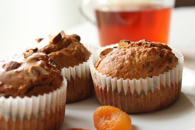 Muffins aux abricots, flocons d'avoine et chocolat blanc-amande