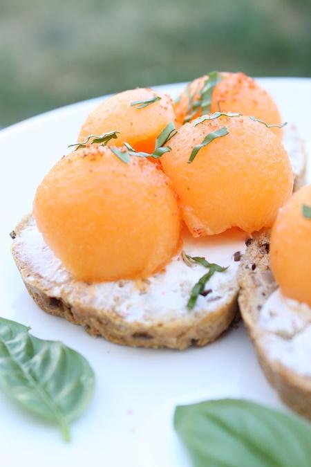 Tartine pain melon basilic
