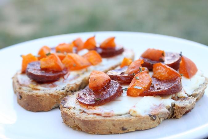 Tartine pain chorizo abricot