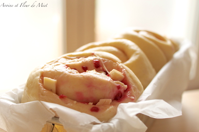 Brioche roulée framboise chocolat blanc amande