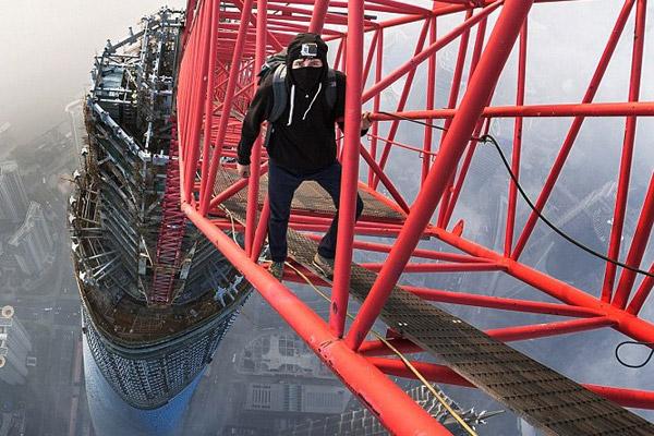 Free Climbing The Shanghai Tower: Helmet Cam Video