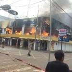Corpo de Bombeiros de Altamira faz perícia para descobrir causa de incêndio em loja