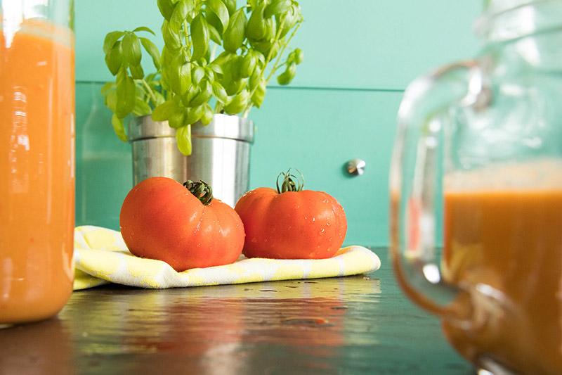 Tomates et basilic pour un gaspacho express au thermomix - Avril sur un fil