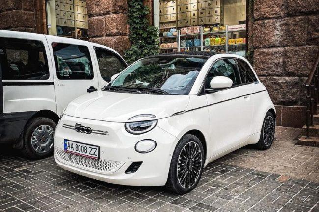 В Украине заметили стильный электрический кабриолет 1