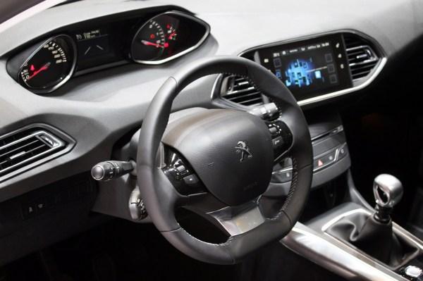 Пежо 308 СВ - ціна, фото, відео тест-драйв, характеристики