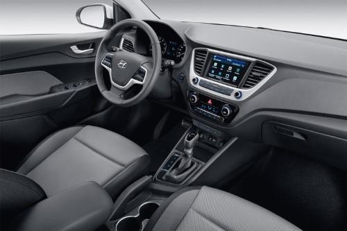 Передняя панель Hyundai Solaris.