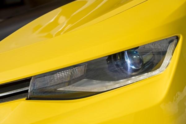 Фото передней оптики Chevrolet Camaro.