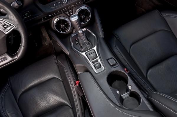 Фото рычага КПП Chevrolet Camaro 2018.