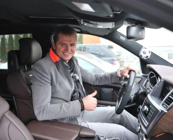 Машина Дмитрия Тарасова - на каком авто ездит футболист ...