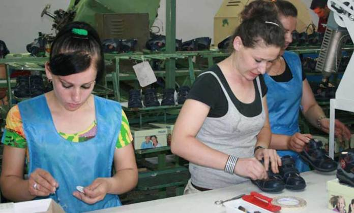 Albanian-youth-in-shoe-factory_0