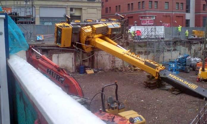 Fallen_Mobile_Crane_-_Manchester,_England_-_March_2009