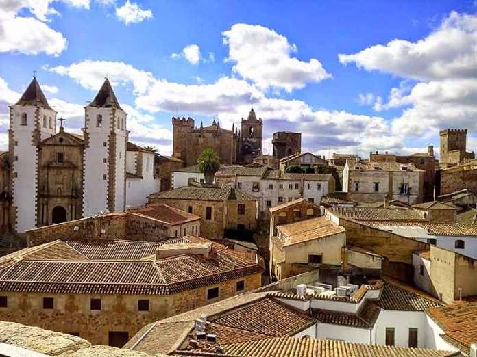 Caceres-ciudad-monumental-Fotoalquiler
