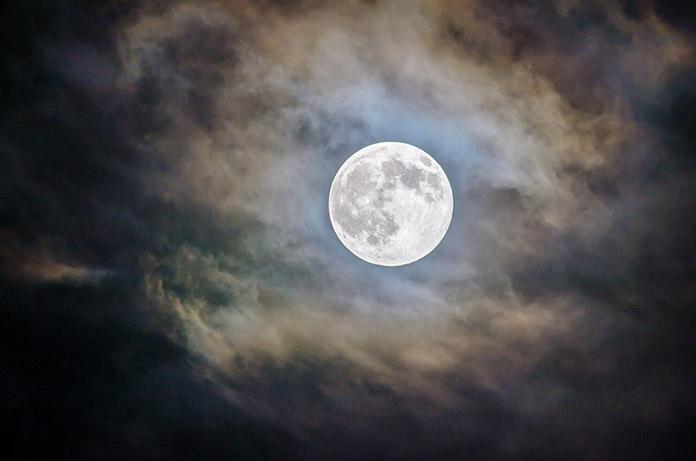POEMAS SIDERALES ( Sol, Luna, Estrellas, Tierra, Naturaleza, Galaxias...) - Página 25 Luna-llena