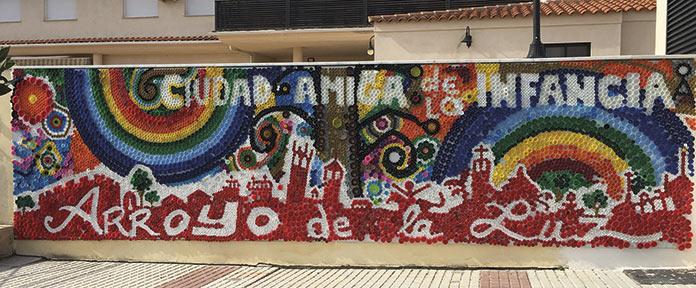 Arroyo de La Luz, mural de tapones. Ciudad amiga de la infancia