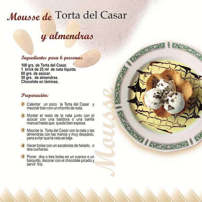 Mousse con Torta del Casar y almendras