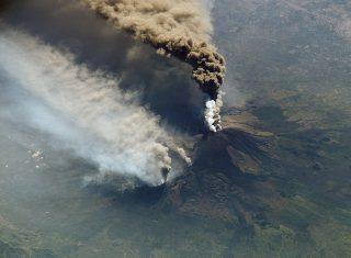 Pulizia via Dusmet cenere Etna 2021