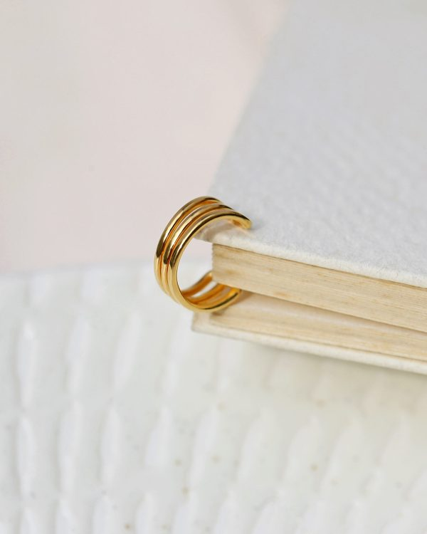 Ear cuff solid yellow gold 3 lines 1