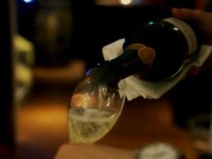 シャンパンのスマートな開け方3つのポイント