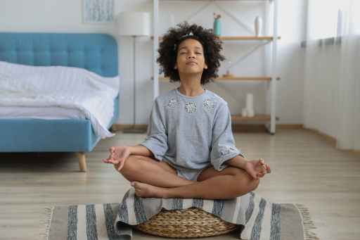 young girl meditating with eyes closed, practicing third eye chakra affirmations