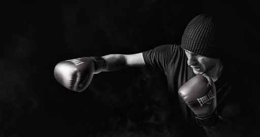 boxing man who does not know how to practice the pause
