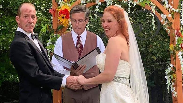 Couple hold their wedding at border of US and Canada to allow brides family witness the event  2