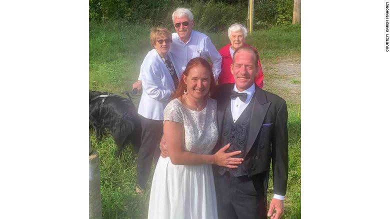 Couple hold their wedding at border of US and Canada to allow brides family witness the event