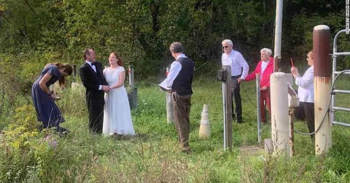 Couple hold their wedding at border of US and Canada to allow brides family witness the event  3