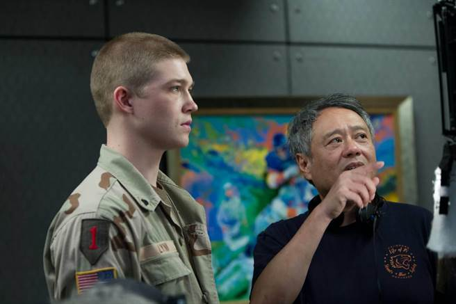Ang Lee, right, directs newcomer Joe Alwyn, left, in Billy Lynn's Long Halftime Walk