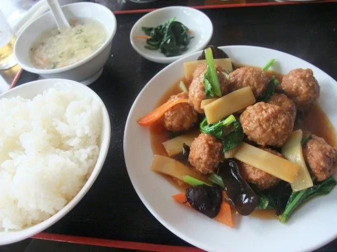 こっちが500円の肉団子定食