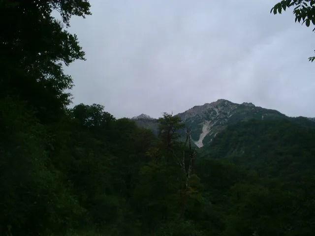 猿倉から稜線を眺める