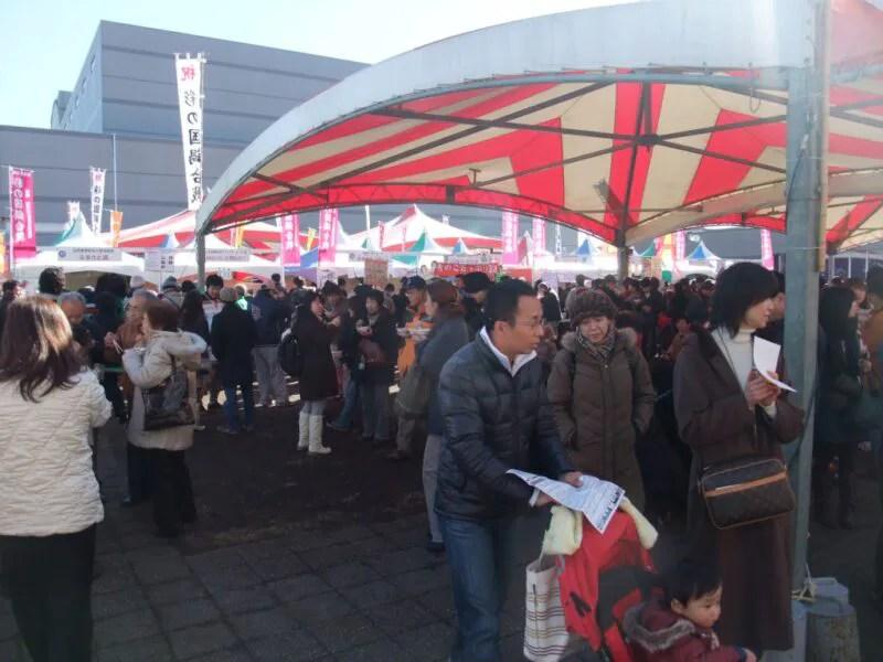 会場中央には大型テント