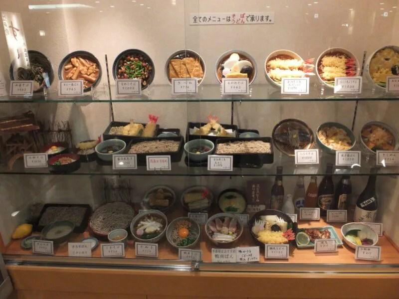 ずらりと並ぶ食品サンプル