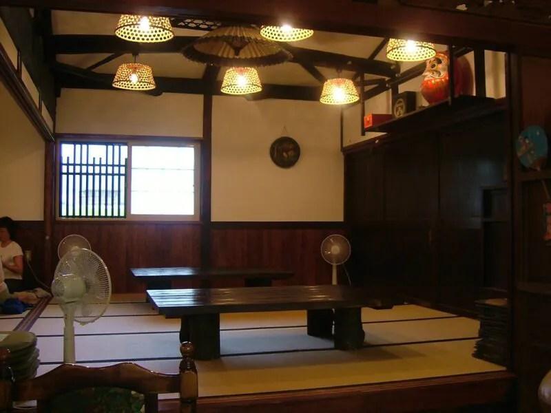 奈賀井店内1