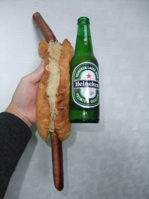 ハイネケンの瓶ビールで。