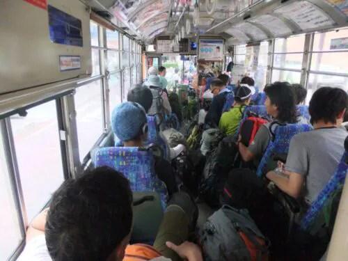 バスはぎゅうぎゅう
