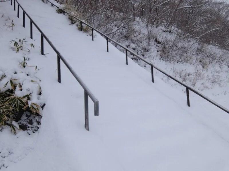 スキージャンプ台のような階段