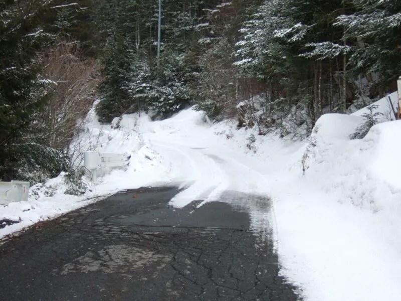 奥蓼科温泉郷は雪に閉ざされている