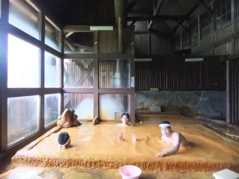 小赤沢温泉の茶色いお湯