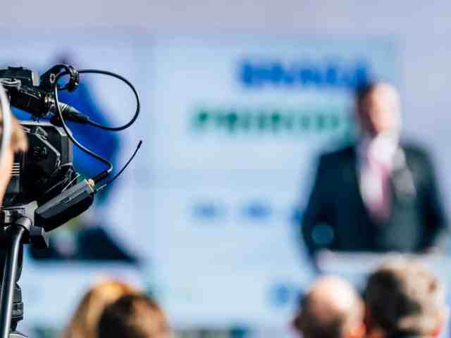 MoIQ : lance une application multiplateforme de diffusion mondiale de télévision 24h/24 et 7j/7.