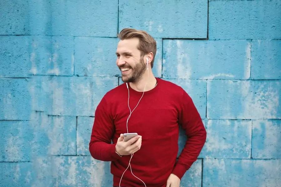 noise cancelling earphones - 5 Useful Gadget to take on Travel