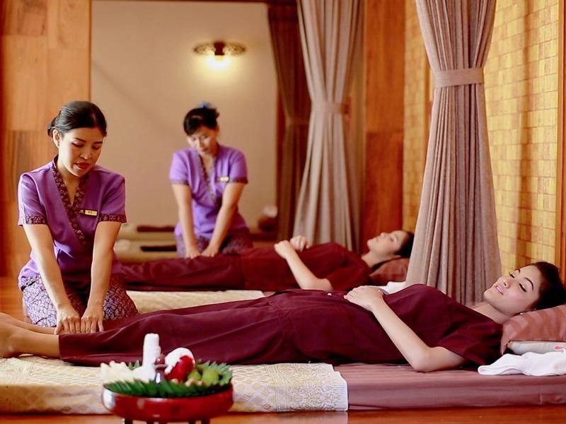 thai massage - 7 Reasons to Visit Bangkok and Pattaya for Vacay