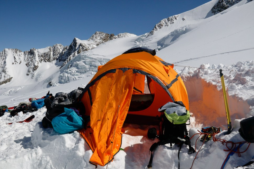 Our trusted Ferrino Snowbound 3 tent would be our backup this time.
