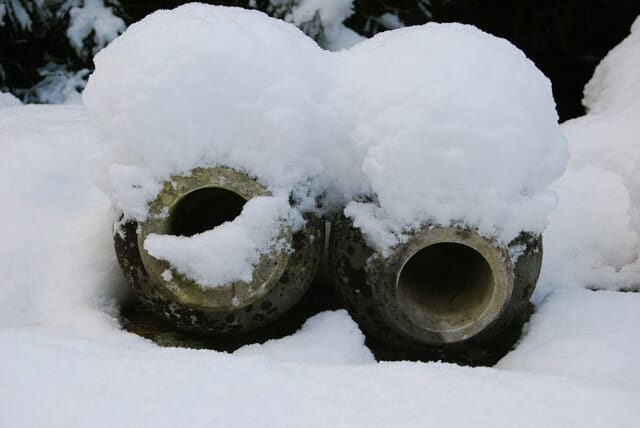 urns-in-snow