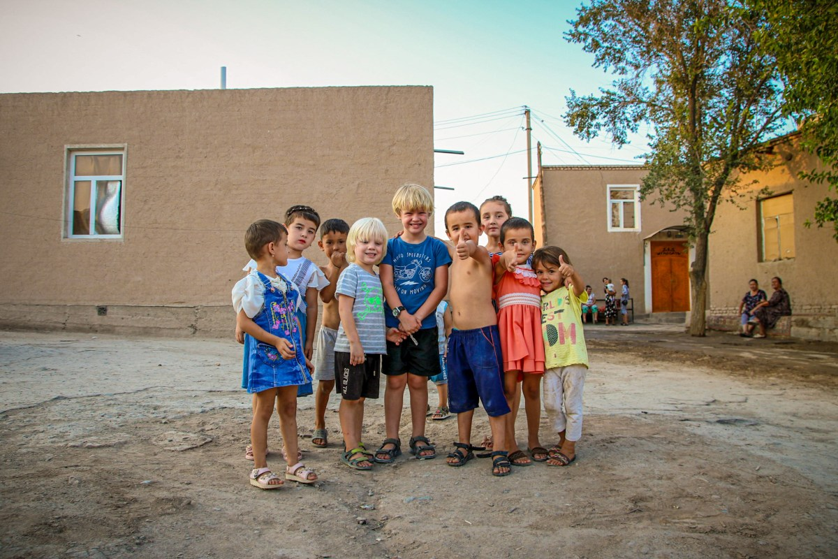 Meeting local kids in Khiva.