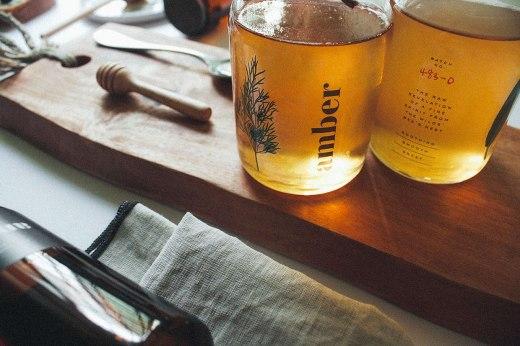 Фирменный стиль и упаковка бренда деревенского меда Эмбер