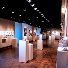 Оформление ежегодной выставки работ дизайнеров-выпускников Университета штата Оклахома