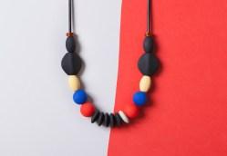 Айдентика January Moon — линии современных ювелирных украшений для молодых мам и детей.