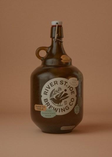 Стильная айдентика крафтовой пивоварни River St.