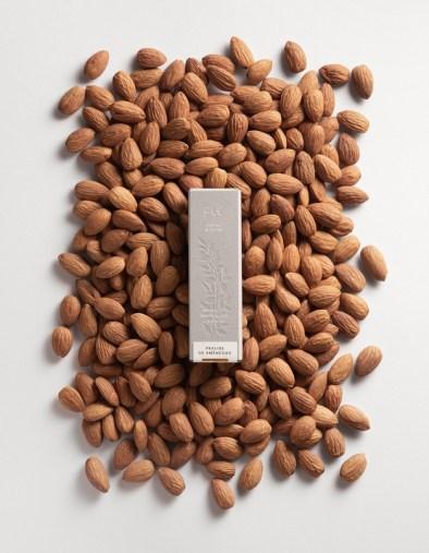Айдентика и упаковка бразильского бренда Flè, производящего трюфели и плитки шоколада ручной работы