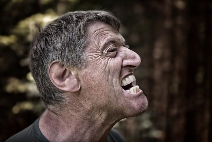 Como lidar com gritos